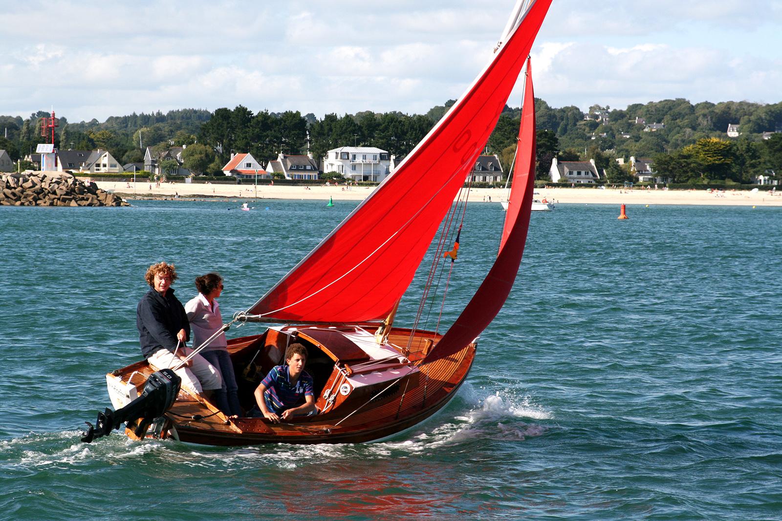 La foret fouesnant port la foret bateau bois voile rouge office de tourisme la foret fouesnant - Office tourisme fouesnant ...