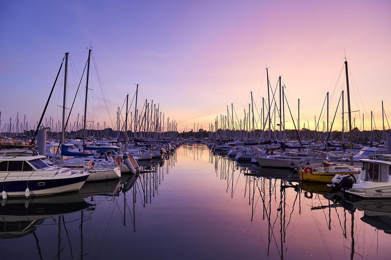 Nuit rose sur le port