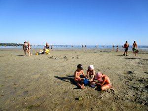 Jeux de plage à Kerleven