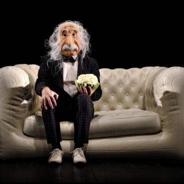 Humour Théâtre – À peu près égal à Einstein